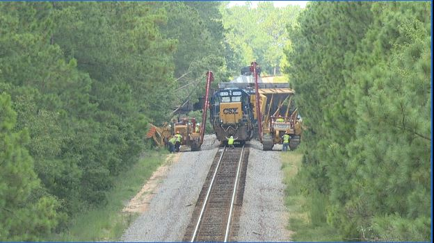 SC train derailment spills nearly 1,500 gallons of fuel near US 601. (WACH/Sharonne Hayes)