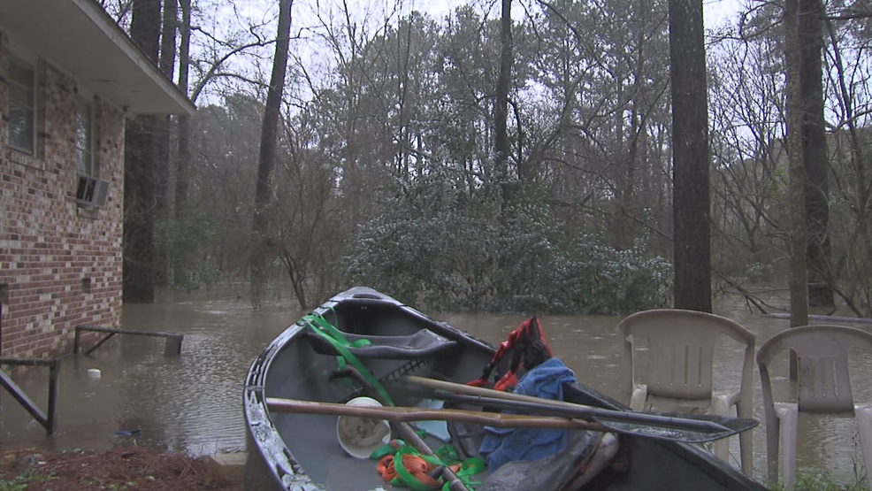 Man living near Macon's Amerson River Park pushed out by flood waters