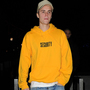 Justin Bieber storms off stage after fans refuse to listen to him