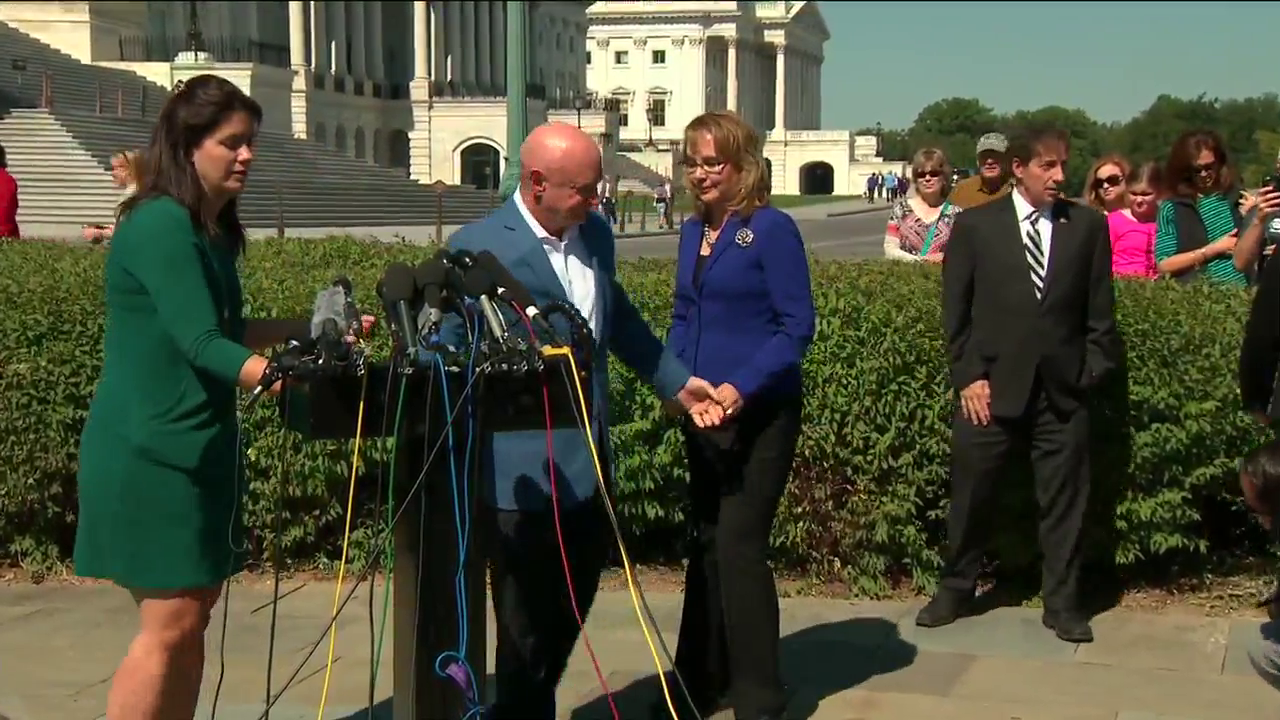 Giffords to Congress: 'The nation is counting on you' to curb gun violence (CNN Newsource)